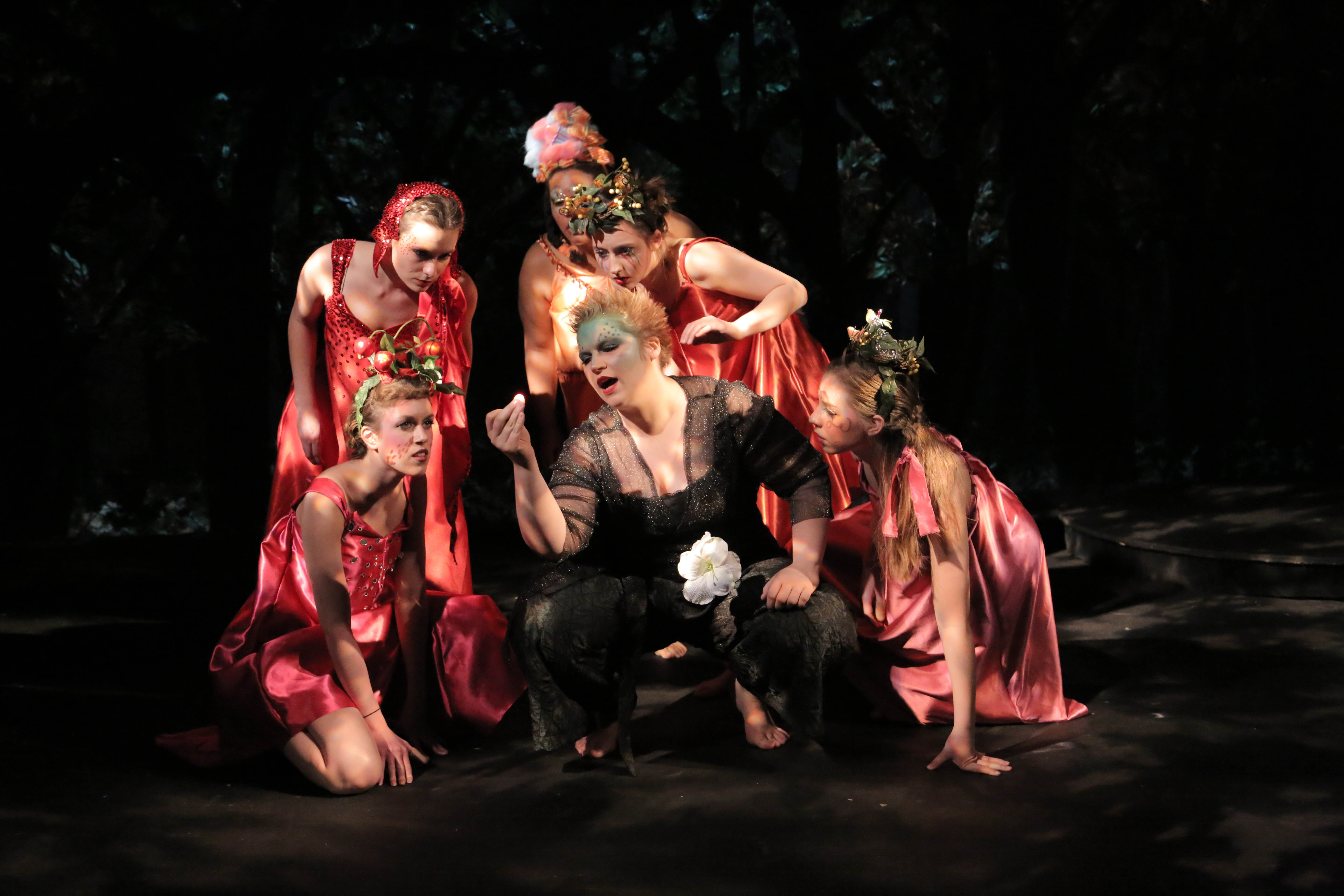 an overview of the new criticism and deconstruction as applied to a midsummer nights dream a play by This is an analysis of play entitled a midsummer night setting of place analysis in a midsummer night's dream by summary of the play a midsummer night.